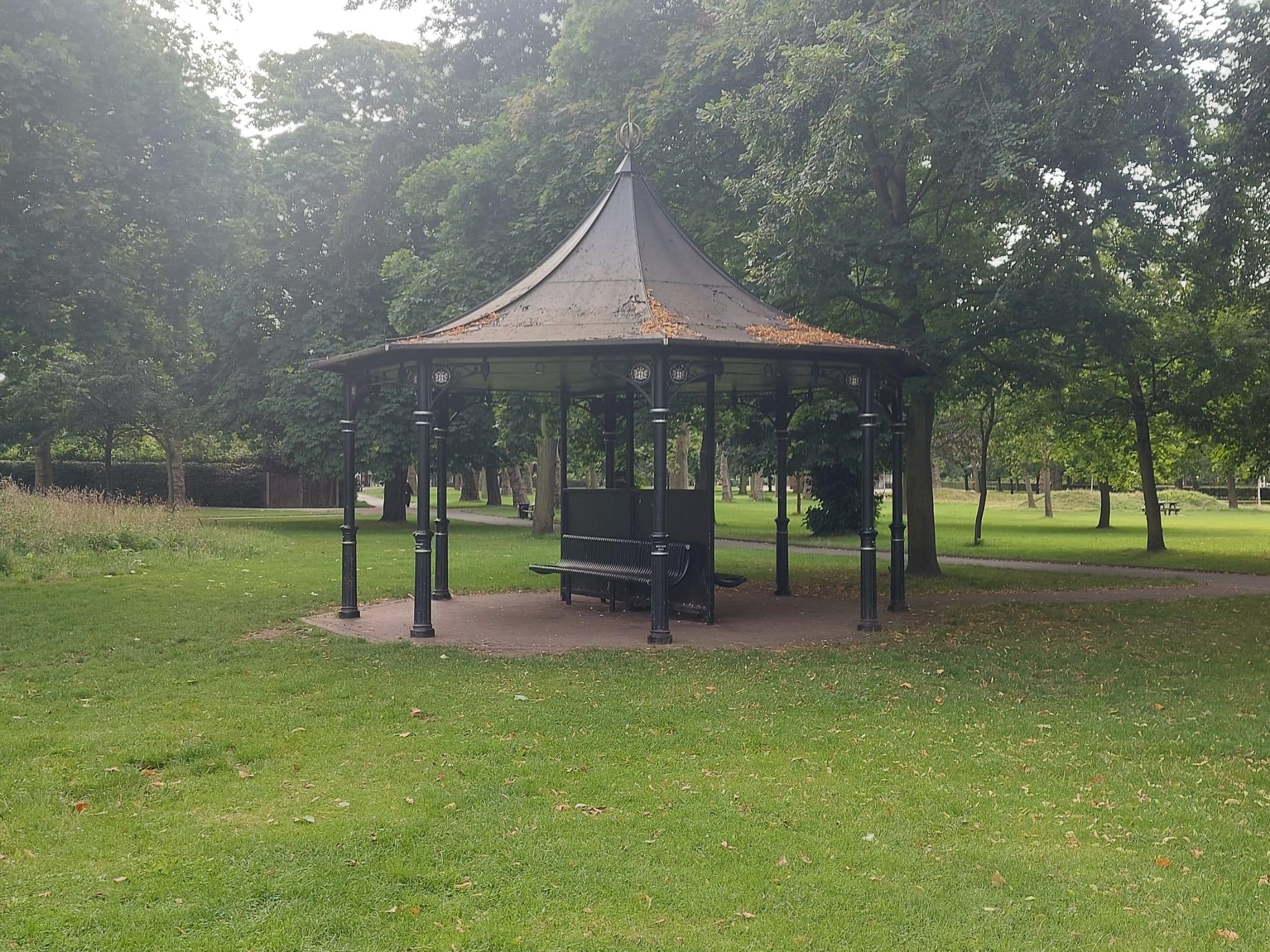 Pavilion Monkey Bars at West Ham Park Stratford | Personal Trainer Tips