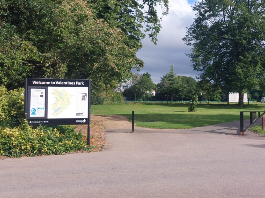Entrance to Valentine's Park | Personal Trainer Tips | DBworkouts.co.uk