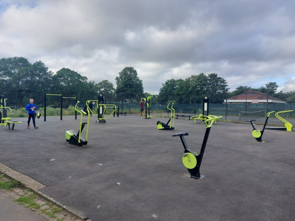 Outdoor Gym at Valentine's Park | Personal Trainer Tips | DBworkouts.co.uk