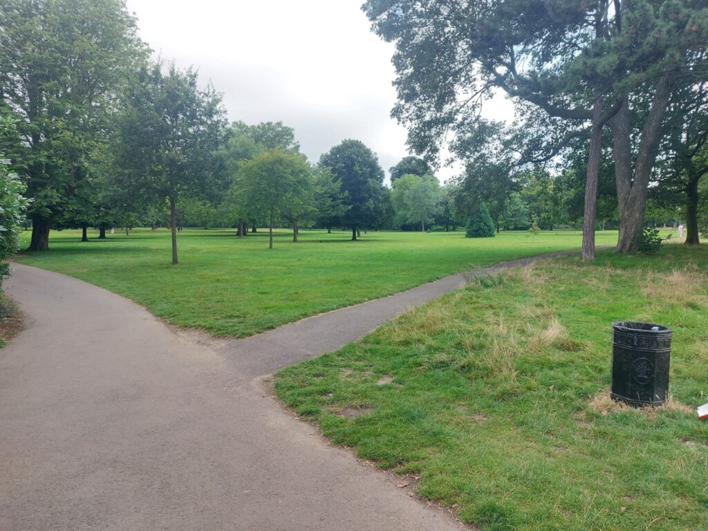 Path through Green Spaces at Valentine's Park | Personal Trainer Tips | DBworkouts.co.uk